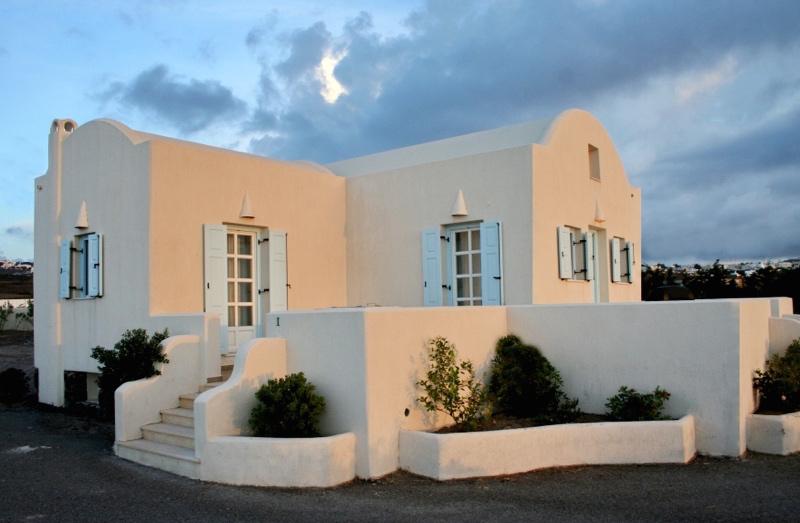 Rent Villa in Santorini, Exo Gyalos