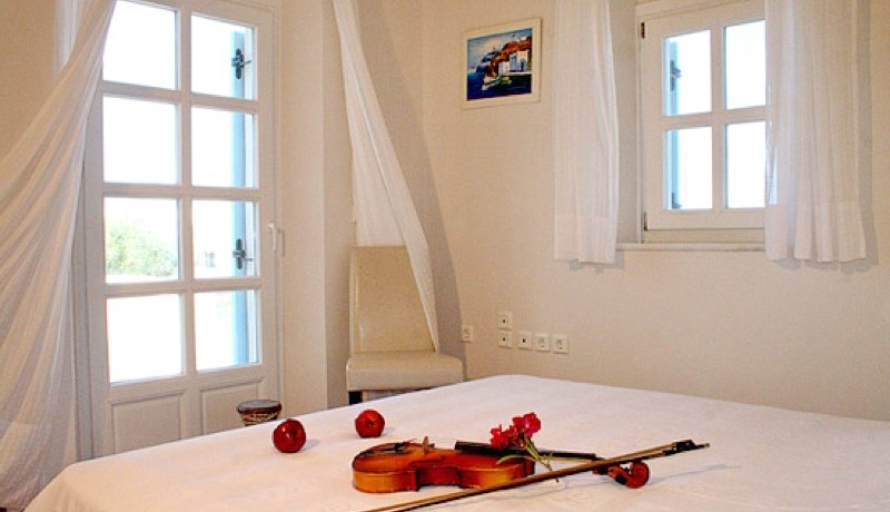 Rent a Villa in Santorini Greece 08