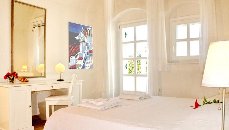 Rent a Villa in Santorini Greece 10