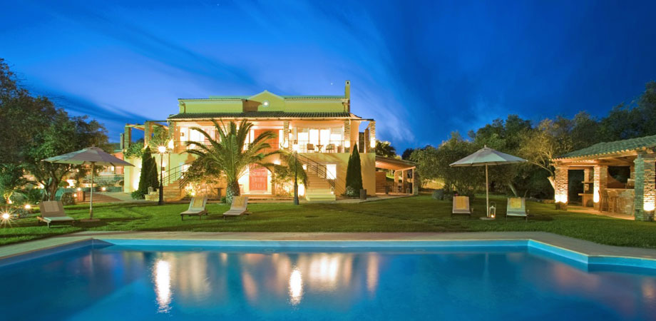 9 bedroom luxury Villa for sale in Corfu with private pool