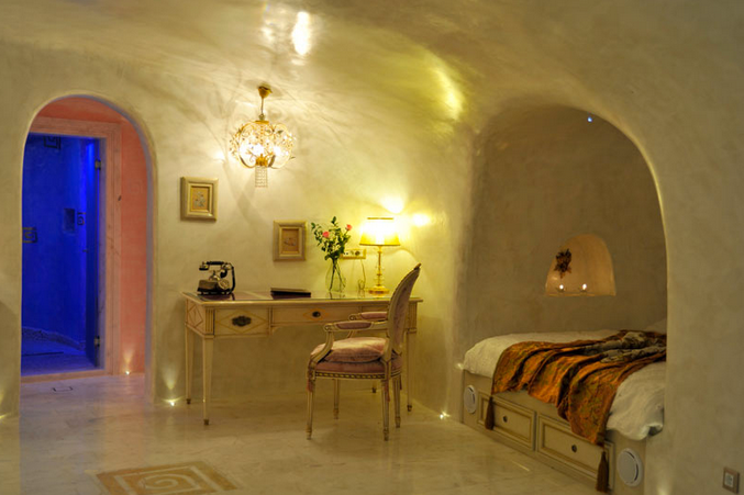 2 hyper lux 5 boutique hotels for sale oia santorini for Boutique hotel oia