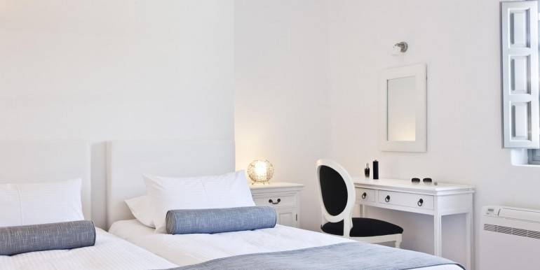 Luxury Villa at Caldera 05