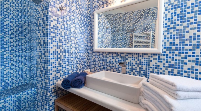 rent a villa in Santorini Greece 1