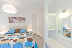 rent a villa in Santorini Greece 8
