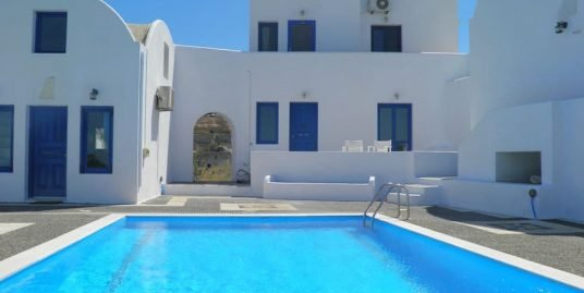 Hotel of 6 Suites with Central Pool, Santorini Vothonas