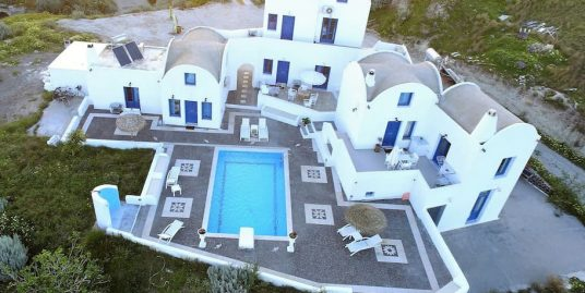 Big Villa of 3 Buildings and 6 Suites with Central Pool, Santorini Vothonas
