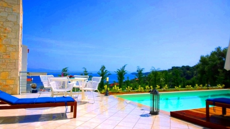 A 3-bedroom villa in a complex for rent Halkidiki Greece (CHK086)