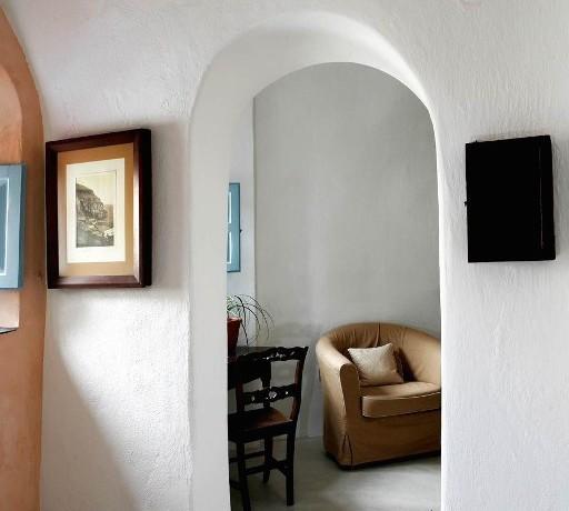 house santorini for rent 9