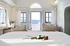 Luxury Cave House Santorini 9
