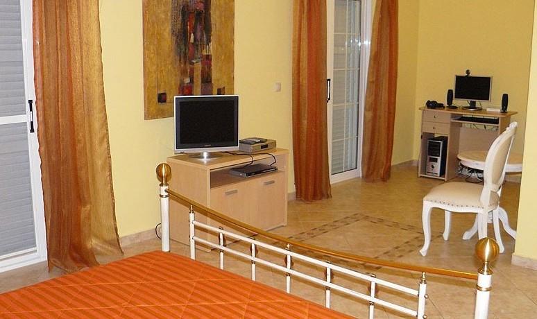 Rent a Villa in Greece 09