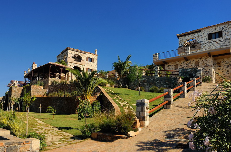 Rent a villa in Crete, Greece, with 2 bedrooms 200m from the beach