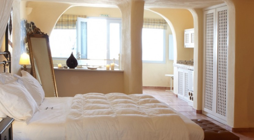 Suites for Rent at Caldera Santorini 10
