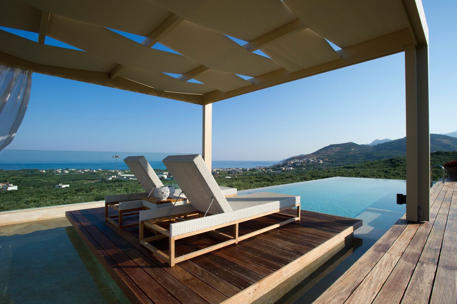 Luxury villa with sea view for rent in Crete