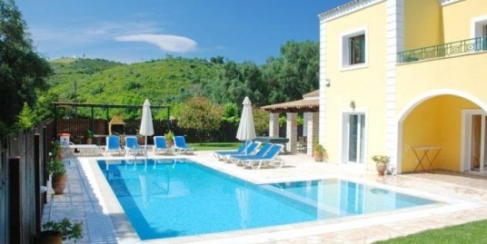 Villa for Sale in Corfu with heated pool