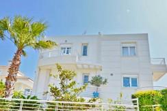 Seafront Villa LAgonisi 29