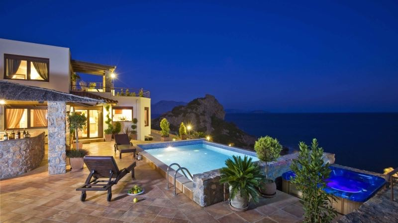 2-Luxury-Villa-with-Private-Pool-and-Jacuzzi-1_resize