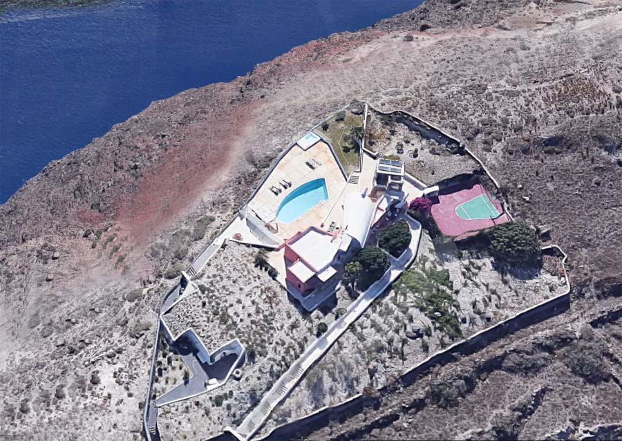 Superb Villa Caldera Santorini  Greece For Sale