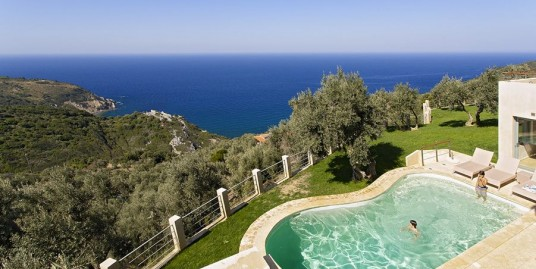 2 Extremely Beautiful Villas in Skiathos