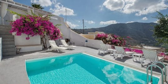 House with pool in Santorini for Sale