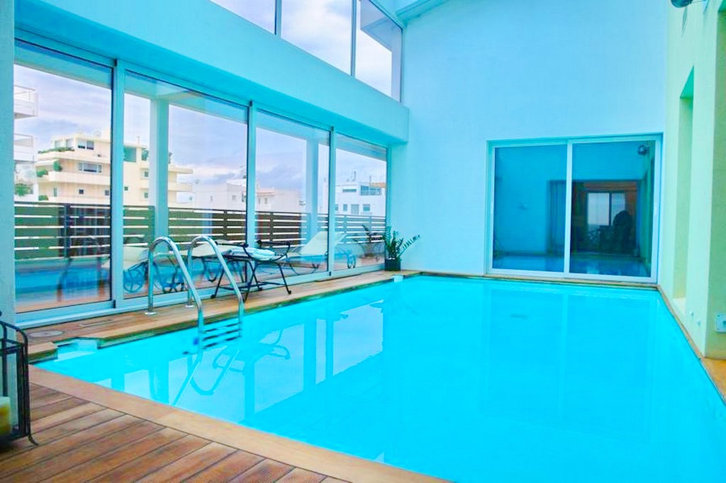 Top floor Apartment with swimming pool, in the center of Glyfada