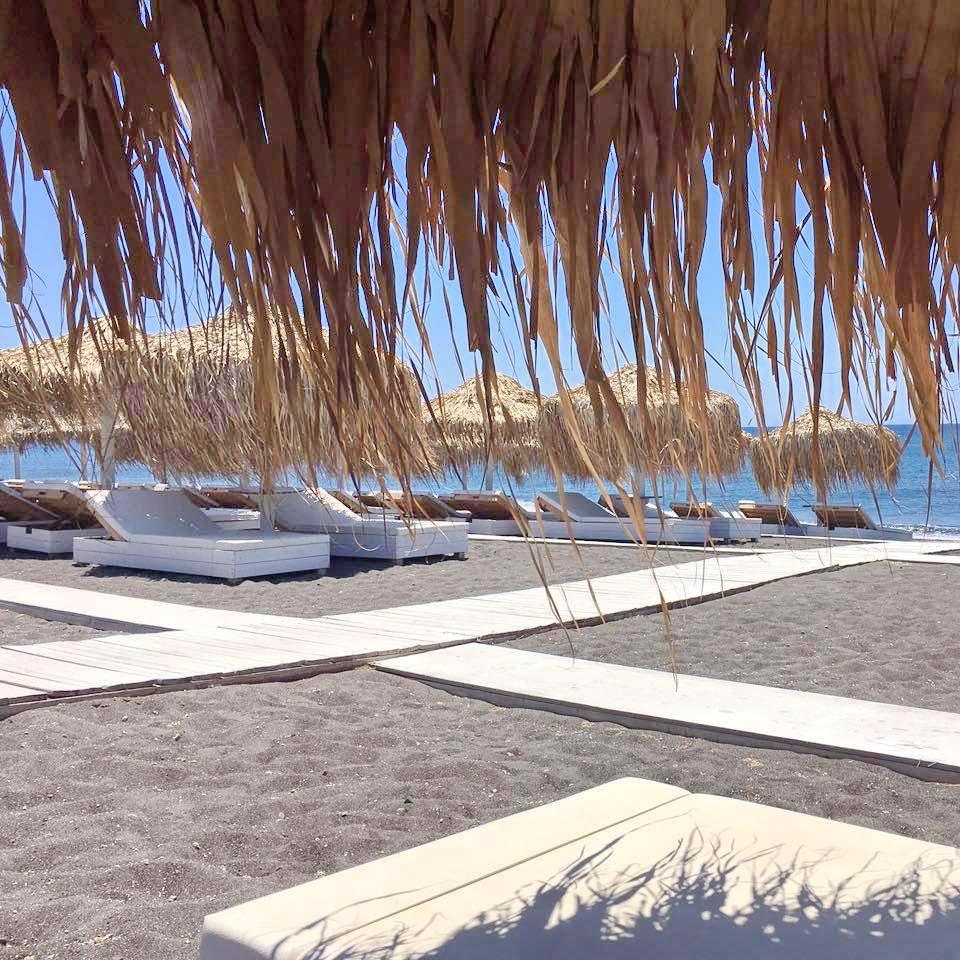 Beach Bar Restaurant for Sale in Santorini EXCLUSIVE