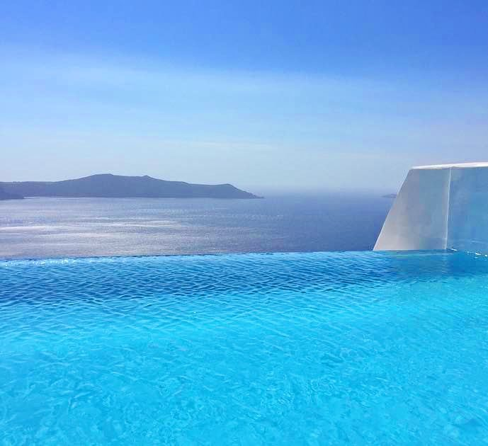 5* Boutique Hotel at Caldera Santorini – Leased for 500.000€/year – 7.4% ROI EXCLUSIVE