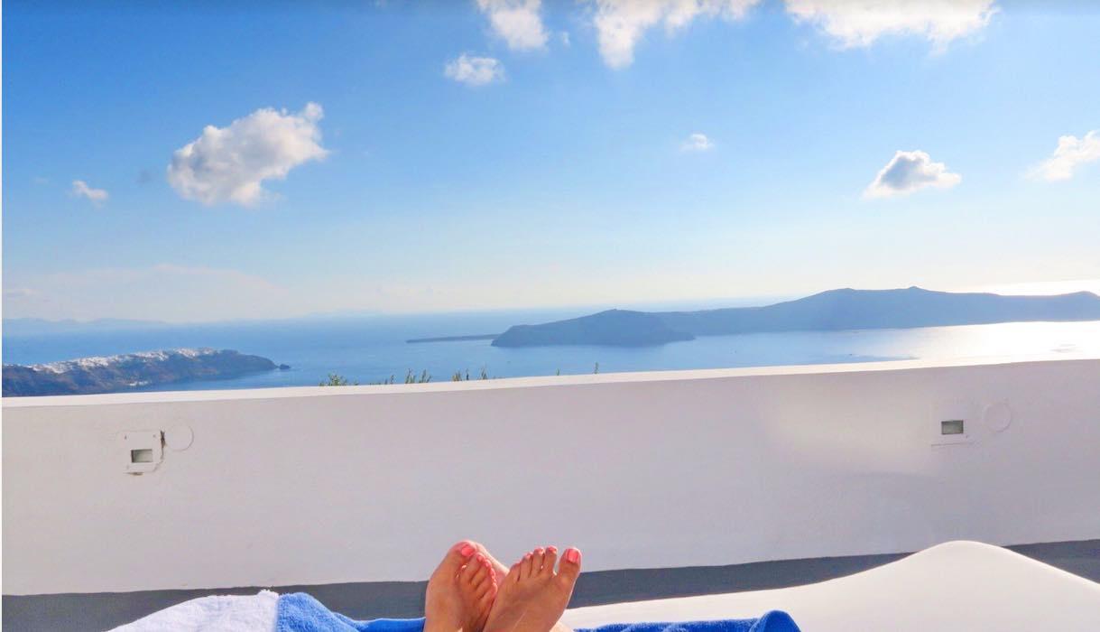 TOP! 2 Cave suites at Caldera in Santorini with amazing views – ROI 20%  EXCLUSIVE
