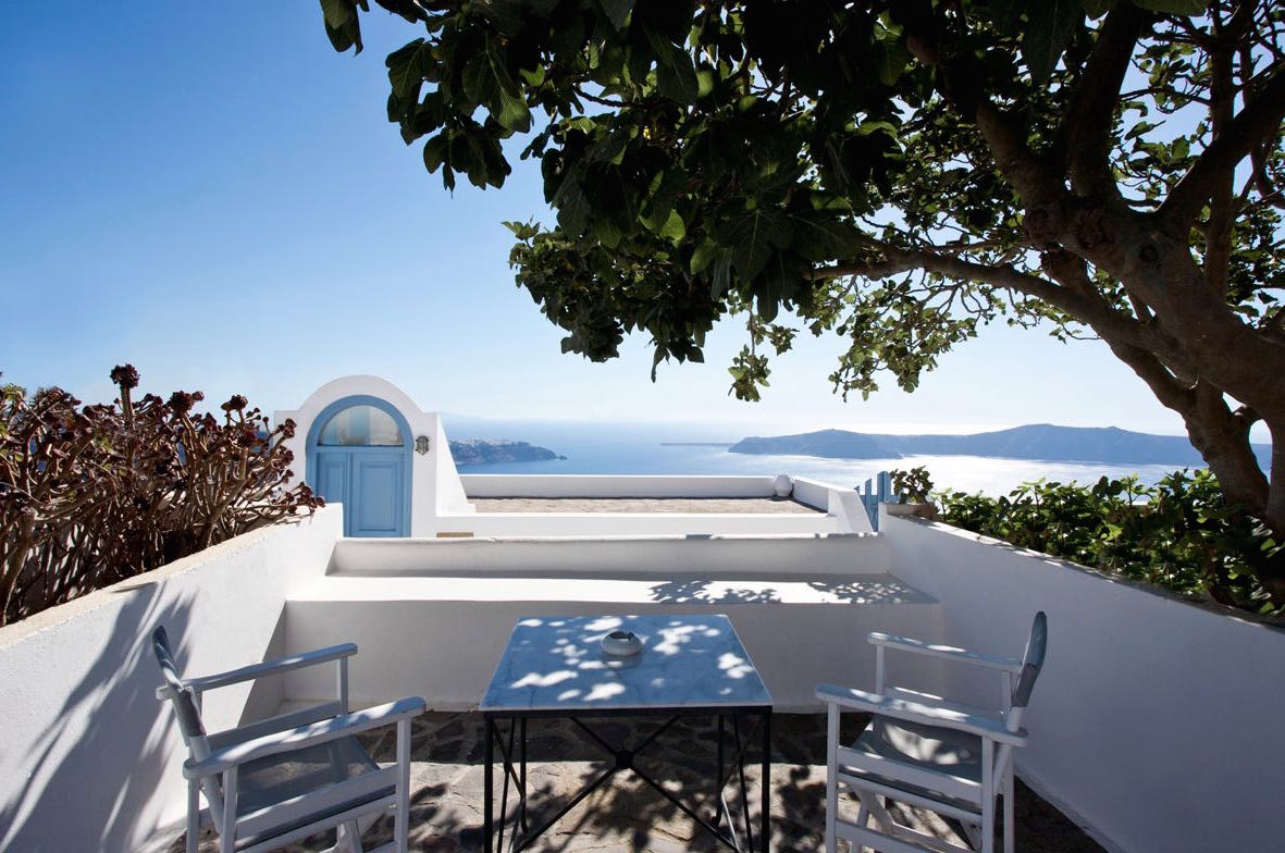 House at Caldera Santorini with Yard and sea Views – up to 20% ROI EXCLUSIVE