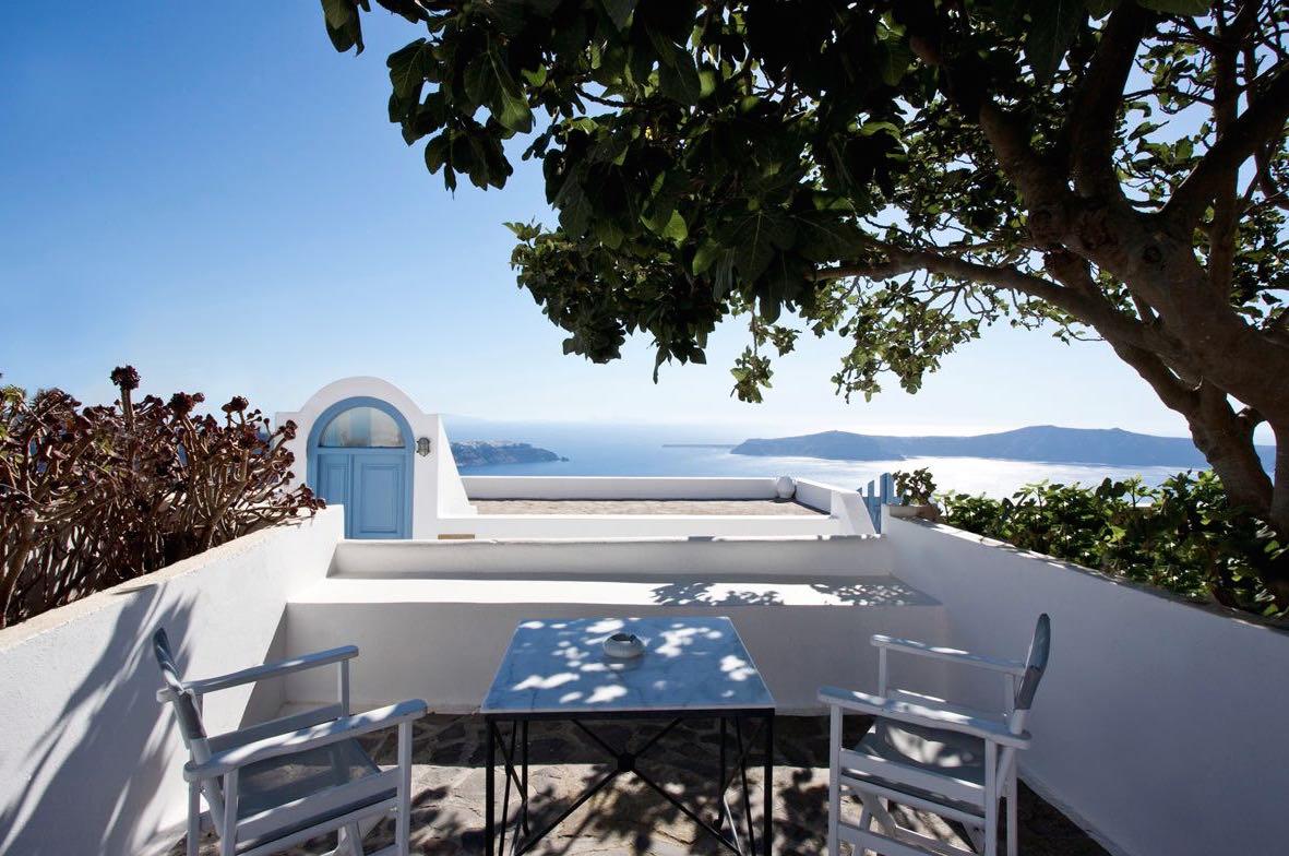 House at Caldera Santorini with Yard and sea Views – up to 20% ROI EXCLUSIVE