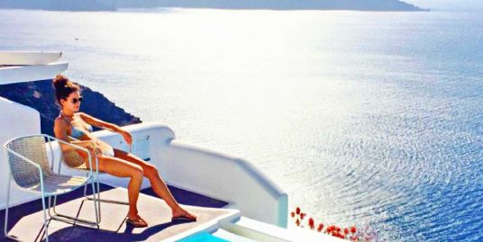 4 Super Luxury Caldera Suites in Santorini