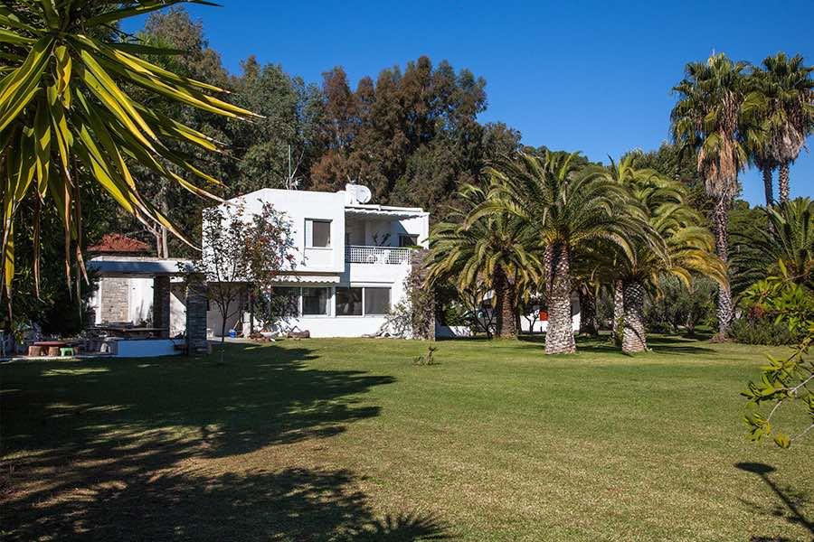 Seafront 4 bedroom luxury Villa for rent in Nikiti, Chalkidiki