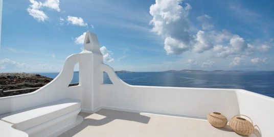 Seafront Villa in Mykonos with 8 Bedrooms, Agios Ioannis