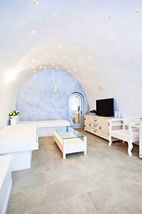 Cave Suite of 46 sq.m Fully Renovated Santorini Karterados