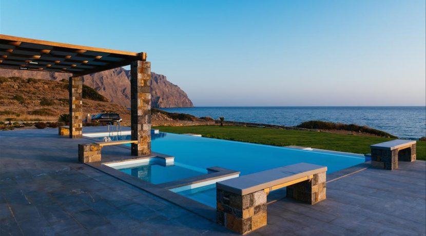 Amazing Seafront Villa at Crete 25