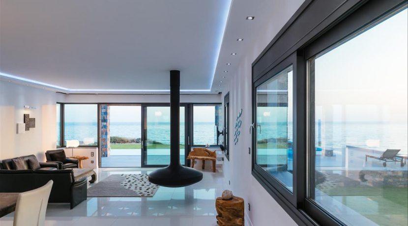 Amazing Seafront Villa at Crete 27
