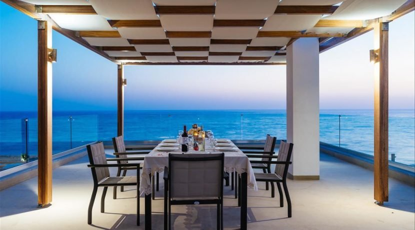 Amazing Seafront Villa at Crete 33
