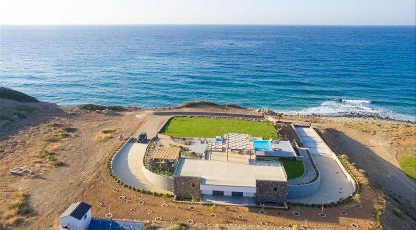 Amazing Seafront Villa at Crete 36