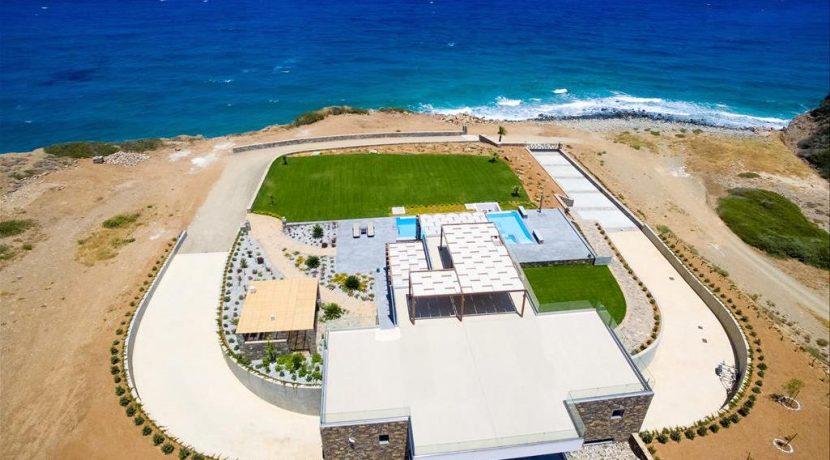 Amazing Seafront Villa at Crete 40