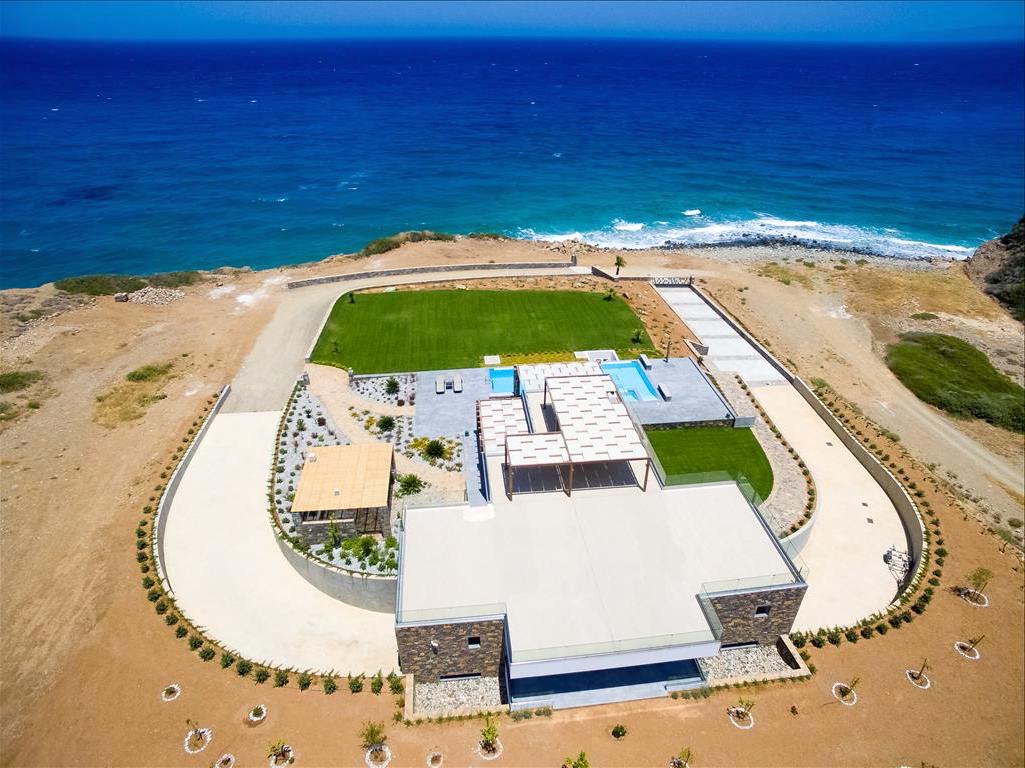Amazing Villa 1st at the Beach ,Crete with ability for Private Marina
