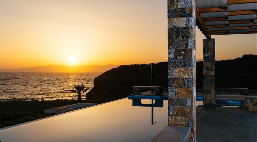 Amazing Seafront Villa at Crete 42