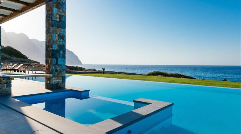 Amazing Seafront Villa at Crete 44