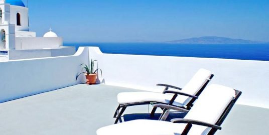 Hotel at Oia Santorini with 19 spacious Apartments, ideally located in the heart of Oia