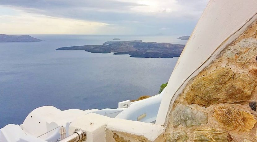 Santorini Caldera Cave House 4