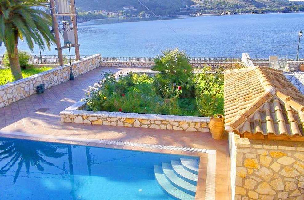 Detached Seafront House, Direct Access at the beach in Corfu