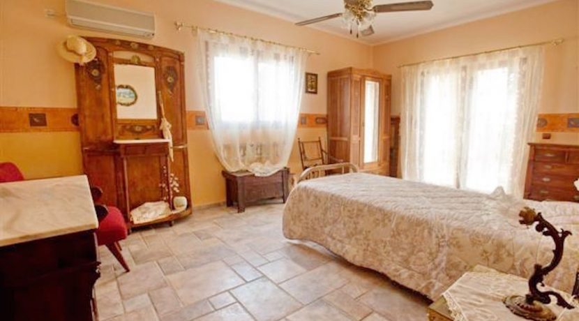 villa for Sale Athens South Lagonisi 19