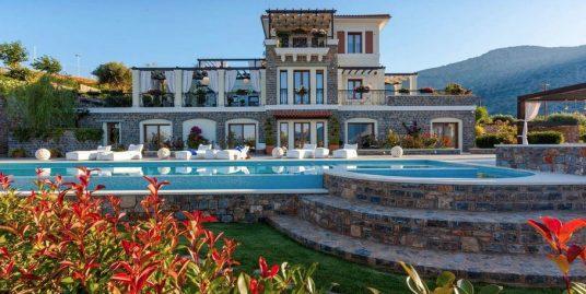 Magnificent Seafront Villa in Elounda