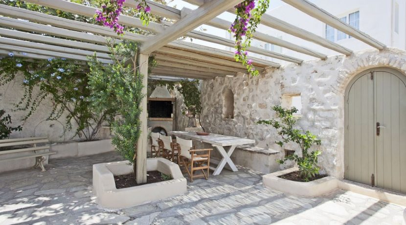 Villa in Paros Naousa with Pool for Sale Greece 1