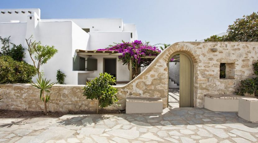 Villa in Paros Naousa with Pool for Sale Greece 5