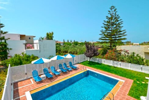 Villa of 5 Holiday apartments in Crete. Properties in Crete. Business in Crete 24