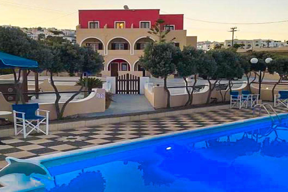 Santorini Fira Hotel of 18 Apartments with Pool and SPA